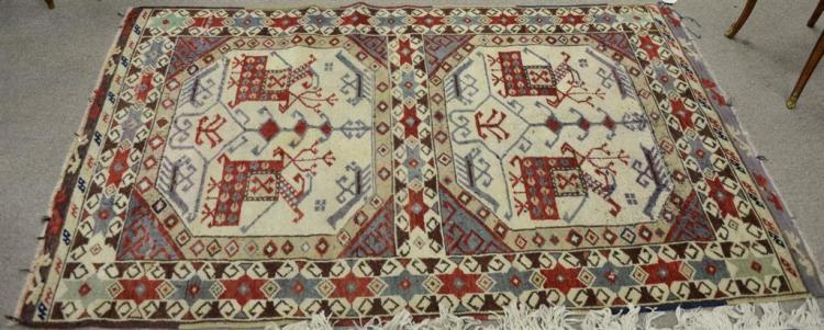 Caucasian Oriental throw rug, 3'5