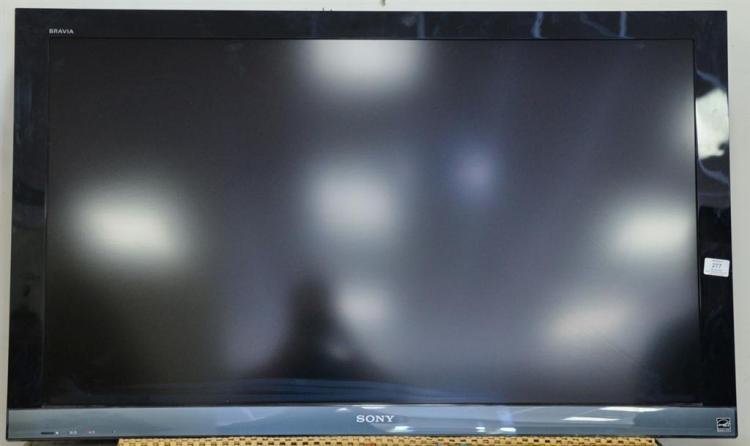 Sony Bravia flat panel TV, LCD 2010 model, 46 inch.