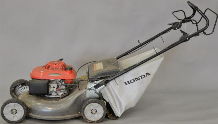 Honda Harmony II HRT 216 mower with bag.