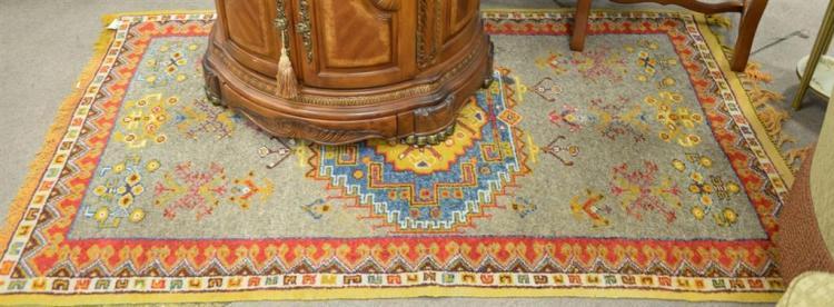 Oriental throw rug, 4' x 6'8