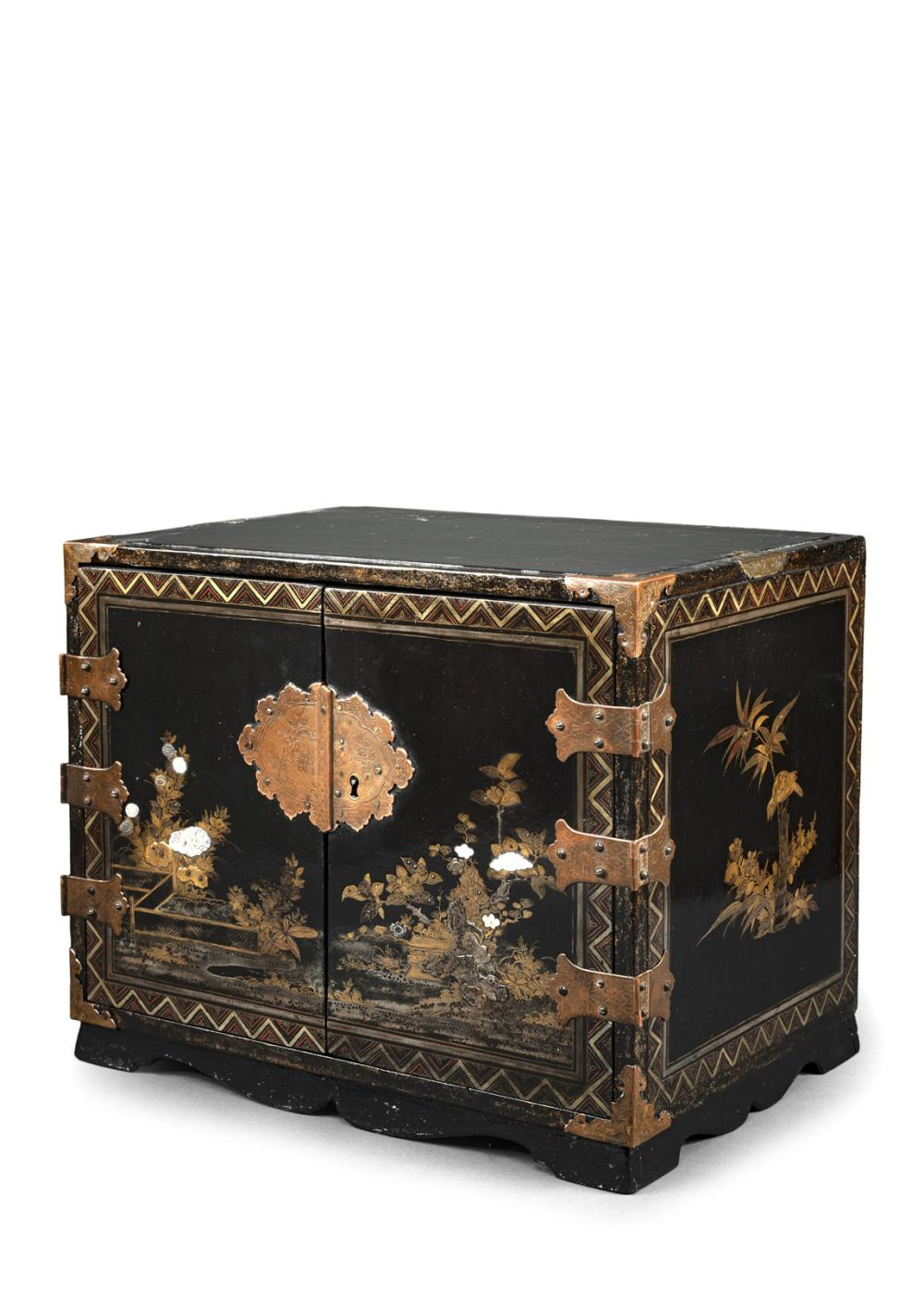 A BLACK-LACQUERED WOOD CABINET