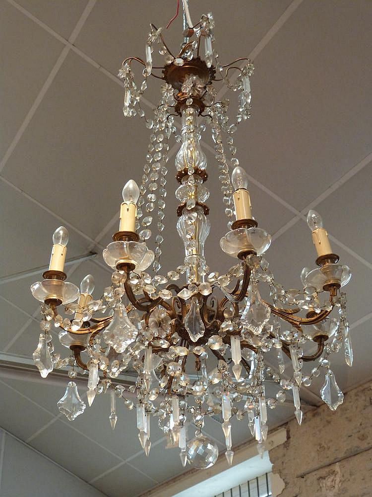 lustre en bronze dor pampilles huit bras de lumi re feu. Black Bedroom Furniture Sets. Home Design Ideas
