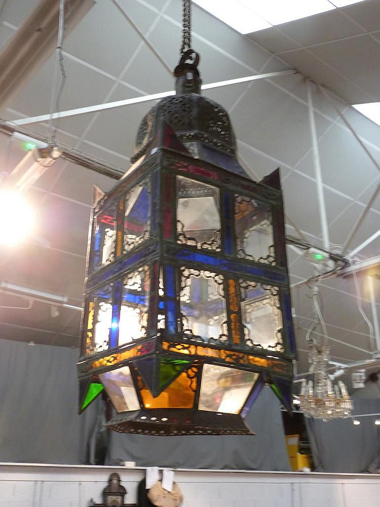 grande lanterne mauresque en m tal d coup et verres de coul. Black Bedroom Furniture Sets. Home Design Ideas