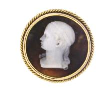 An antique 18k yellow gold cameo brooch