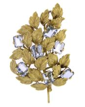 An 18k yellow gold floral pendent/brooch with aquamarine