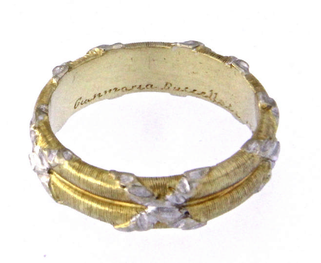 An 18k two-color gold GIANMARIA BUCCELLATI band ring.