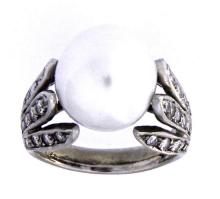 An 18k white gold ring with a South Sea pearl and diamonds
