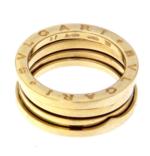An 18k yellow gold BULGARI ring.
