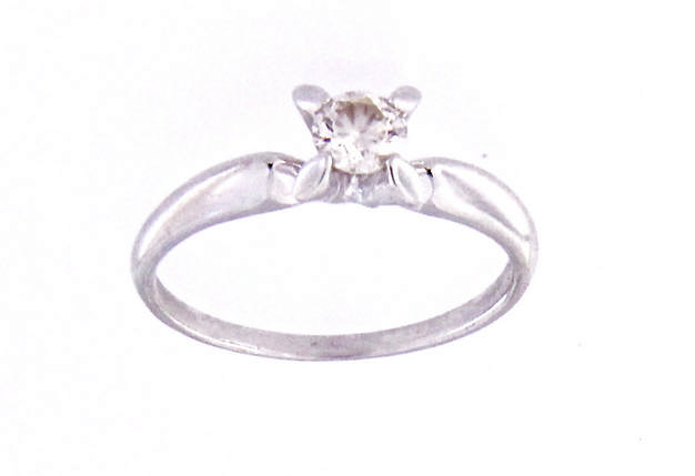 An 18k white gold solitaire ring with diamond