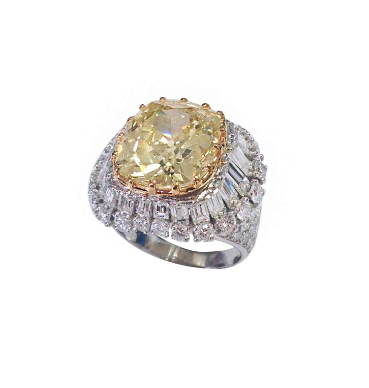 A magnificent 18k white gold cocktail ring with a fancy yellow diamond ct. 9.26 and white diamonds