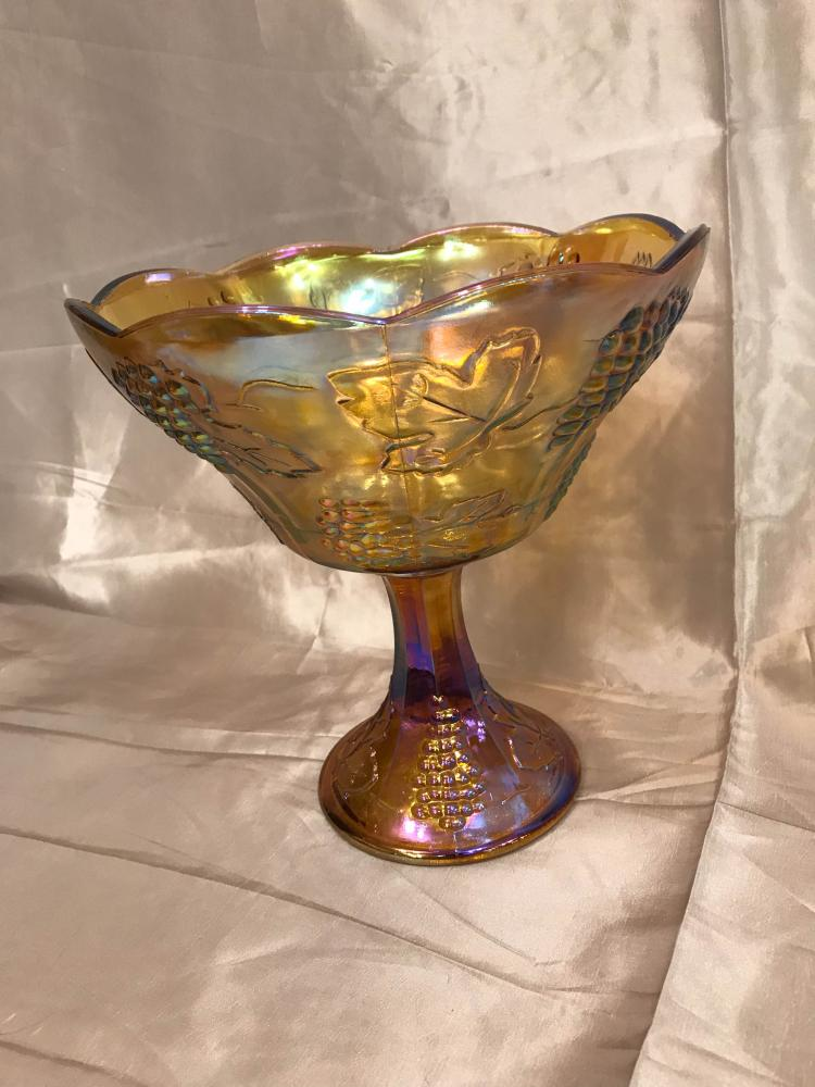 Carnival glass centerpiece in mint condition