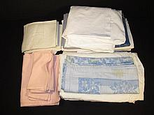 ASSORTED TABLECLOTHS AND NAPKINS