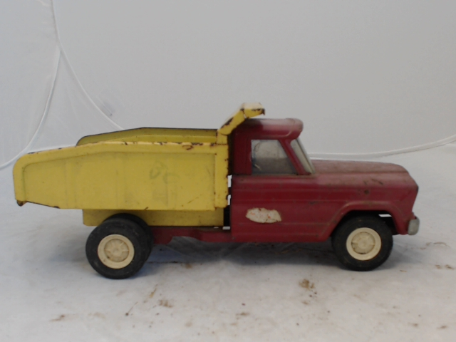 Lot 170 Vintage 1960s Tonka Jeep Dump Truck Red Yellow In Decent Shape Minor Rust And Small Scratches Works Great Missing Stickers 9x3 Used