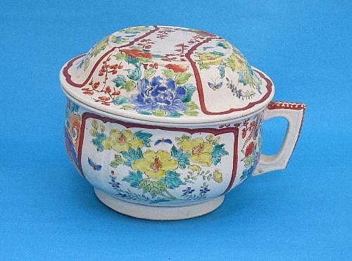 A Chinese porcelain chamber pot, with cover,