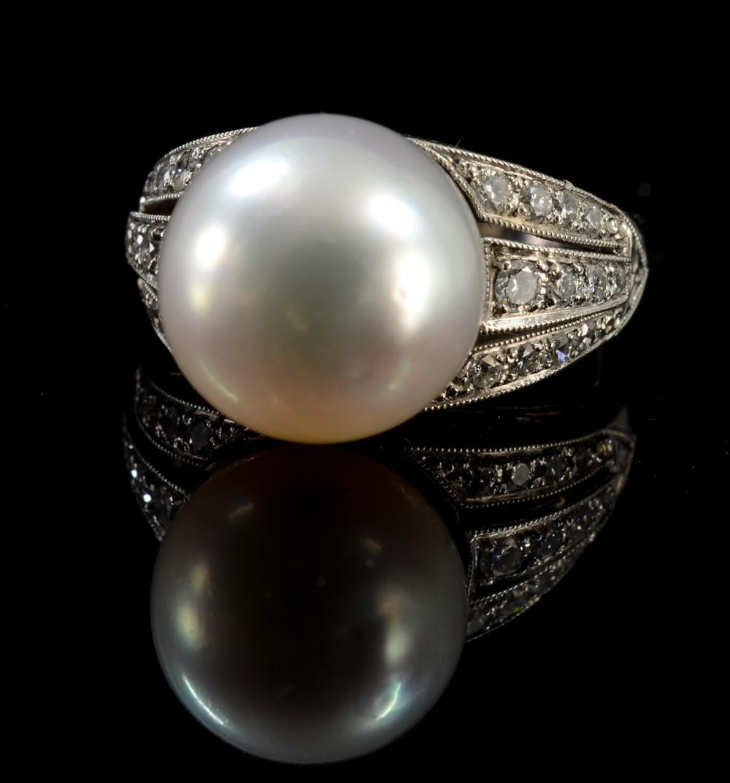Ladies Diamond & Pearl Platinum Ring