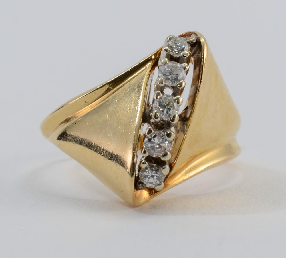Ladies 14K Diamond ring