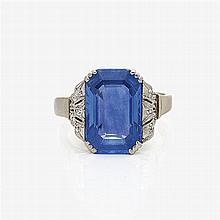 Historic cornflower-blue sapphire ring