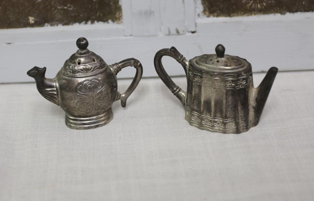 Teapot salt and pepper