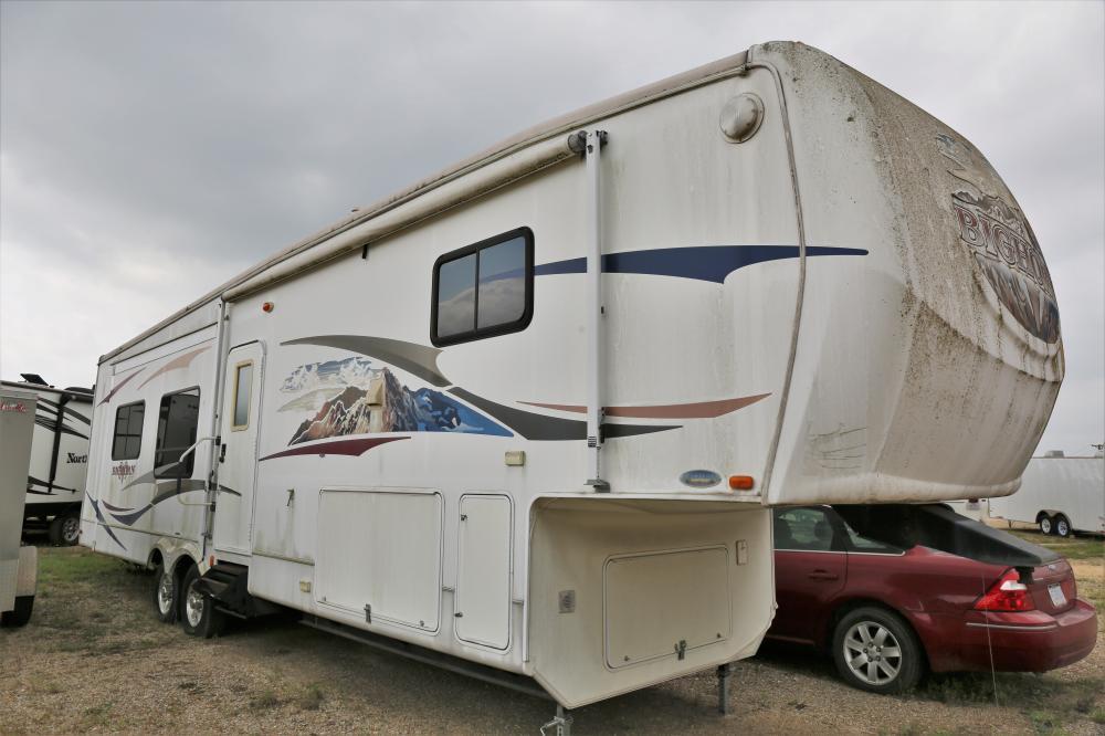 2008 Bighorn Series R3400RE fifth wheel trailer