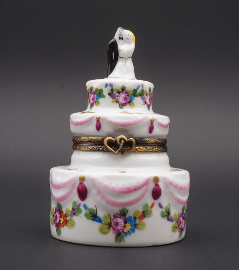 Limoges Peint Main wedding cake trinket box