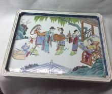 CHINESE PORCELAIN FAMILLE ROSE SQUARE TRAY