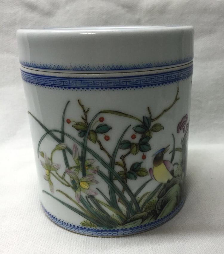 CHINESE PORCELAIN FAMILLE ROSE BIRD AND FLOWER LIDDED CYLINDERIAL BOX