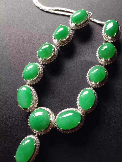 NATURAL JADEITE BEAD NECKLACE