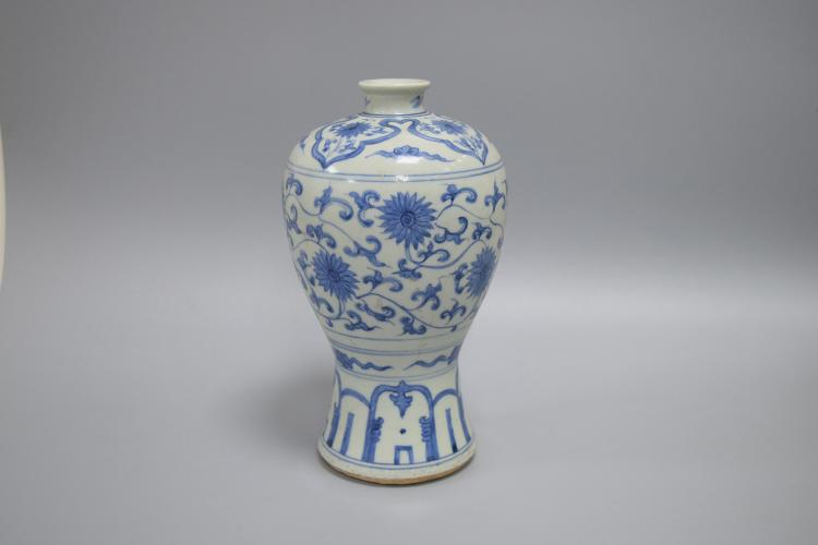 CHINESE PORCELAIN OF BLUE AND WHITE FLOWER MEIPING VASE