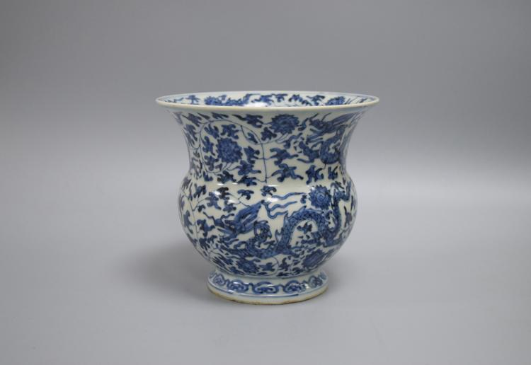 CHINESE PORCELAIN OF BLUE AND WHITE DRAGON JAR