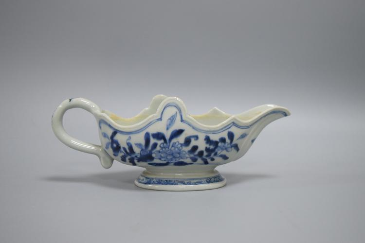 CHINESE PORCELAIN BLUE AND WHITE MILK CUP