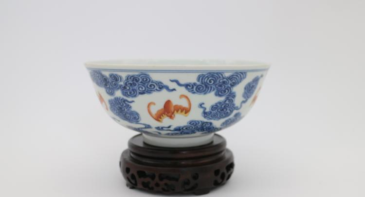 CHINESE PORCELAIN OF BLUE AND WHITE IRON RED BOWL
