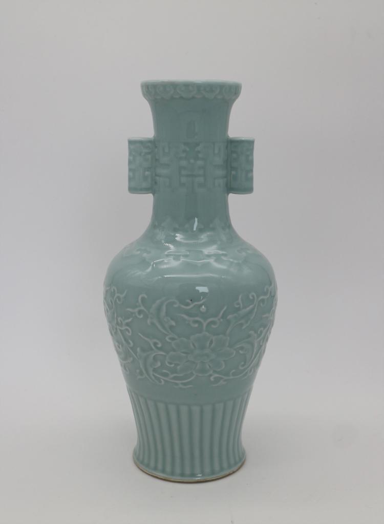 CHINESE PORCELAIN OF BLUE GLAZED ENGRAVED VASE