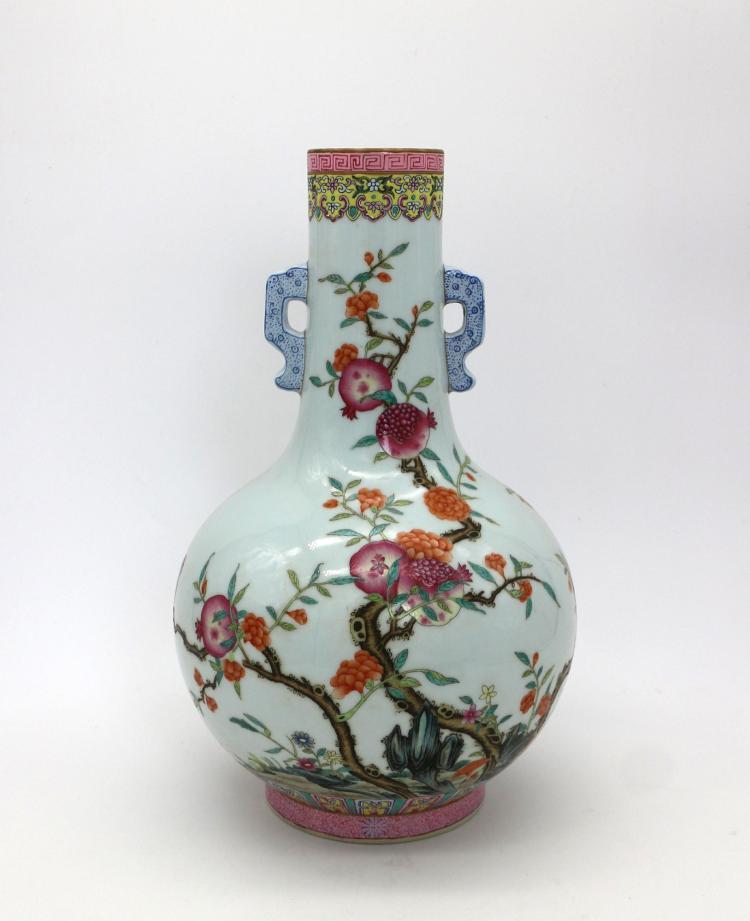 CHINESE PORCELAIN OF FAMILLE ROSE FRUIT VASE