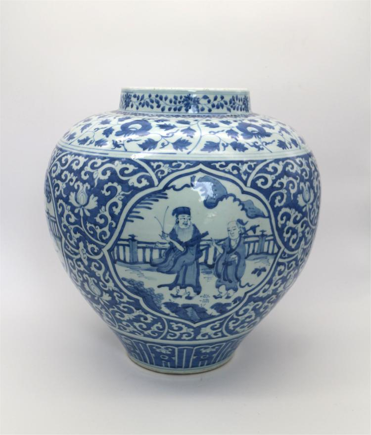 CHINESE PORCELAIN OF BLUE AND WHITE FIGURES JAR