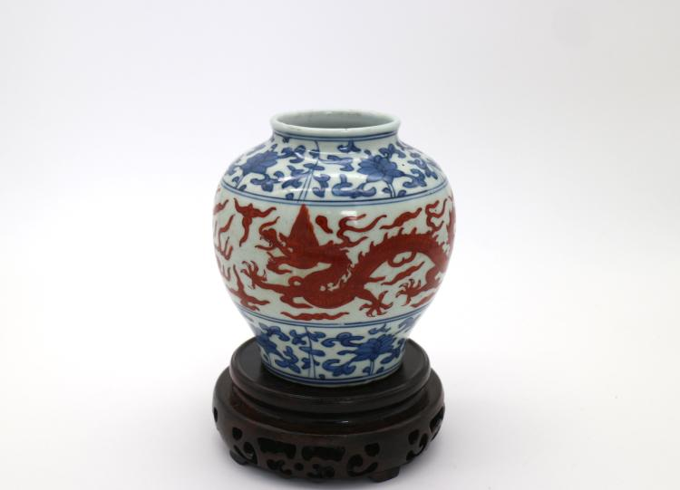 CHINESE PORCELAIN OF BLUE AND WHITE IRON RED DRAGON JAR