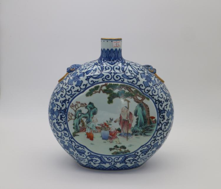CHINESE PORCELAIN OF BLUE AND WHITE FAMILLE ROSE MOONFLASK VASE
