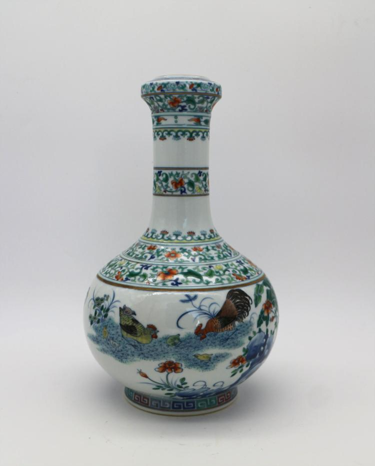 CHINESE PORCELAIN OF DOUCAI CHICKEN VASE