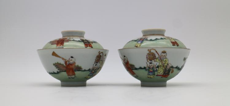 PAIR OF CHINESE PORCELAIN OF FAMILLE ROSE LIDDED CUPS