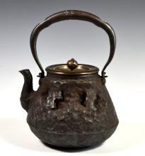 19TH CENTURY JAPANESE IRON TEA POT