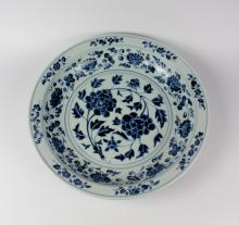 CHINESE PORCELAIN BLUE AND WHITE CHARGER