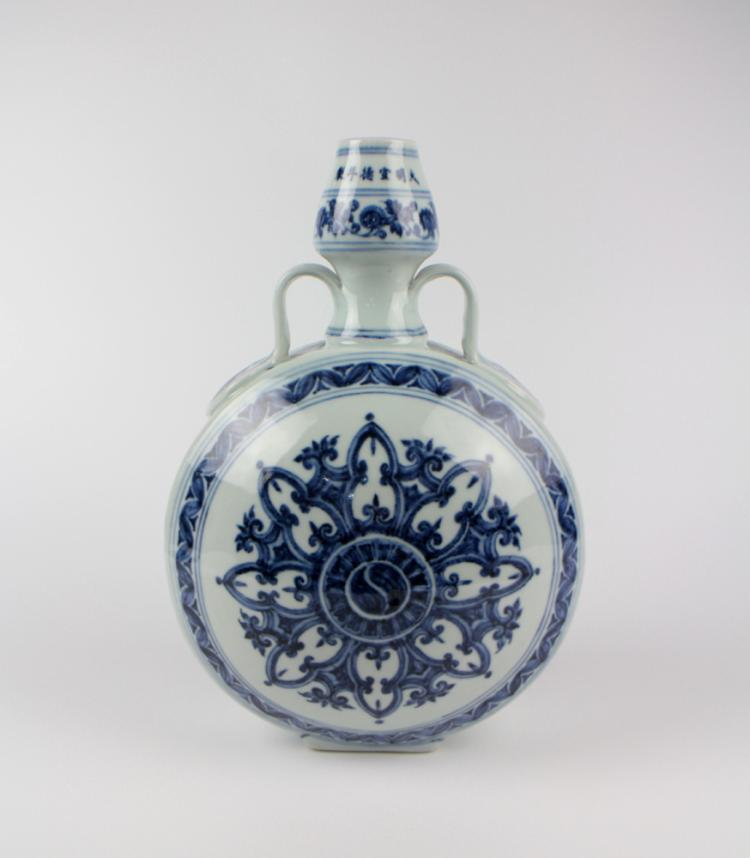 CHINESE PORCELAIN BLUE AND WHITE MOONFLASK GOURD VASE