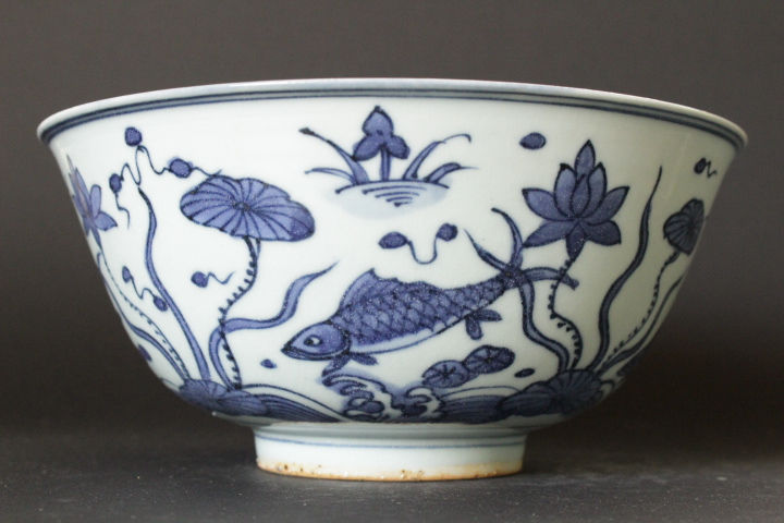 CHINESE PORCELAIN BLUE AND WHITE FISH BOWL