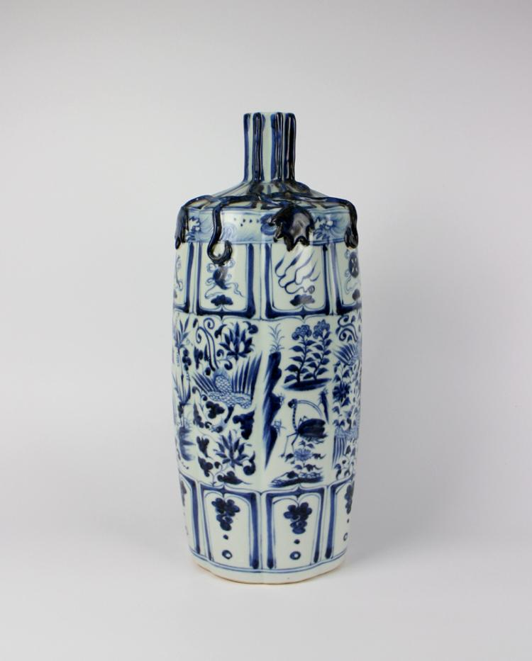 CHINESE PORCELAIN BLUE AND WHITE PHOENIX BOTTLE VASE