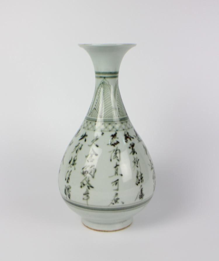 CHINESE PORCELAIN BLUE AND WHITE YUHUCHUN VASE