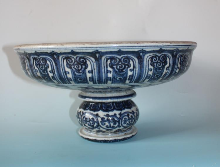 CHINESE PORCELAIN BLUE AND WHITE GE GLAZE FRUIT DISH