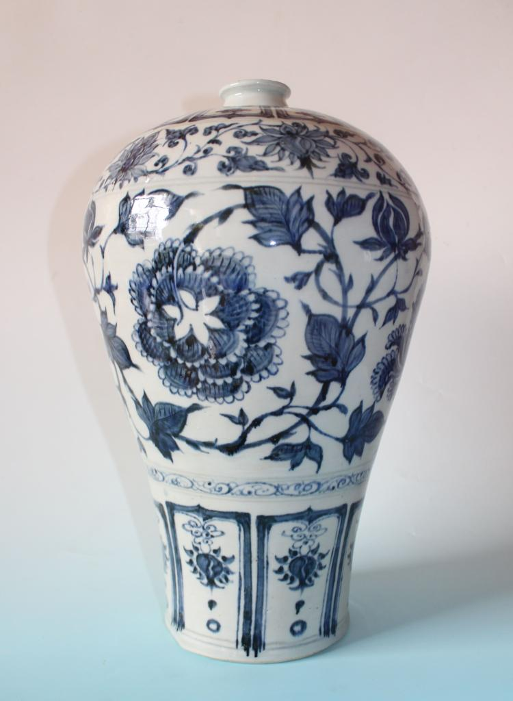 CHINESE PORCELAIN BLUE AND WHITE MEIPING VASE