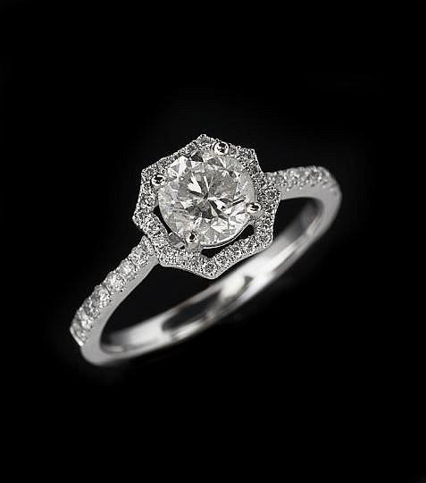 18-Karat White Gold and Diamond Ring