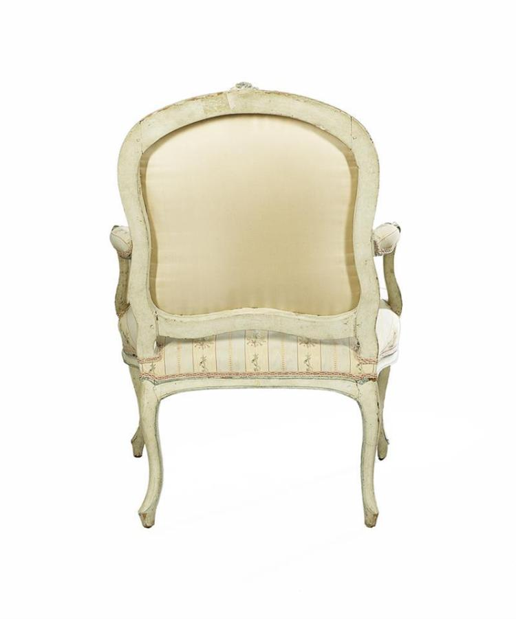 Louis xv style polychrome fauteuil for Chambre style louis xv