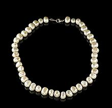 Lady's Baroque Pearl Necklace