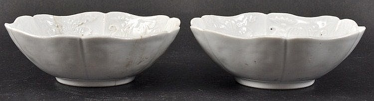 A PAIR OF CHINESE KANGXI BLUE AND WHITE PORCELAIN
